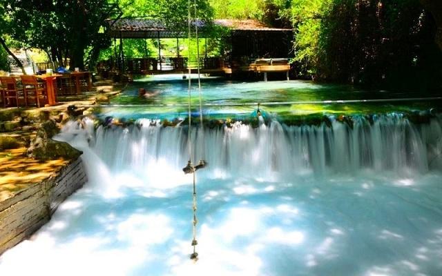 Yeryüzündeki saklı cennet köşelerden biri olan Yuvarlakçay, özellikle yaz aylarının kavurucu sıcakları arasında nefes alınabilecek ender yerlerden bir tanesi.