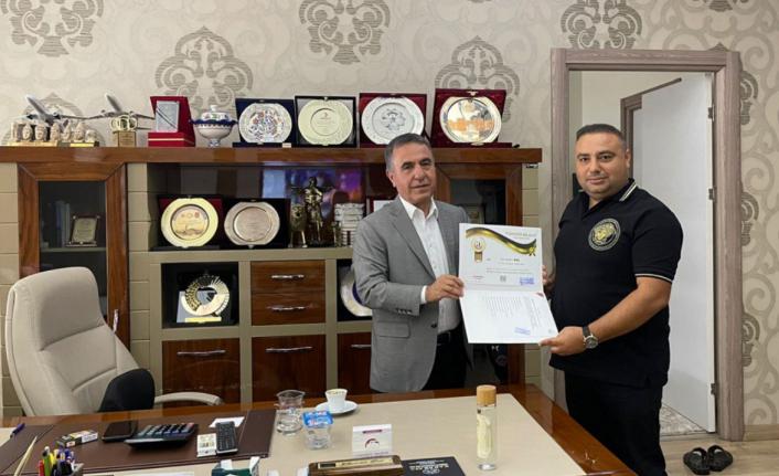 AKP'li Diyarbakır Milletvekiline Gazeteci Ferhat Aydoğan'dan Ödül