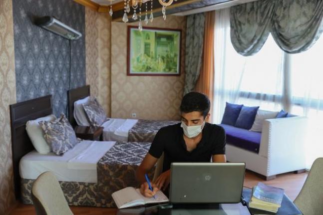 İş adamı Gökay Budak, Deniz Manzaralı Otelini Öğrencilere Açtı