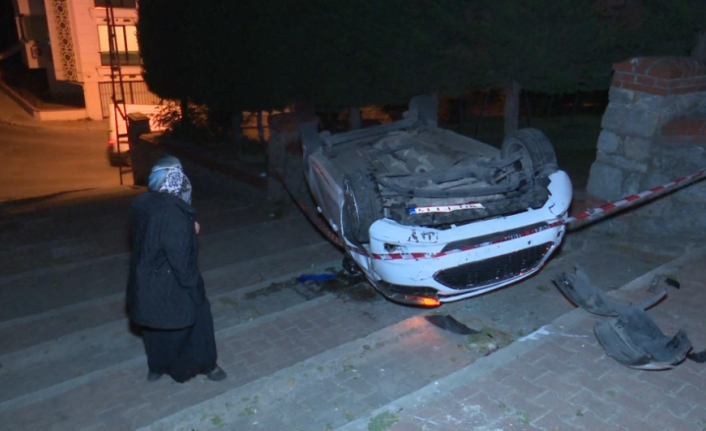 Ümraniye'de 'Navigasyon' Kazası: Merdivenli Sokağa Giren Araç Takla Attı