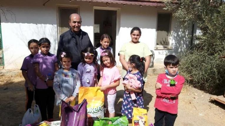 Datça'da Harçlıklarını Biriktirerek Aldıkları Mamaları Barınağa Teslim Ettiler