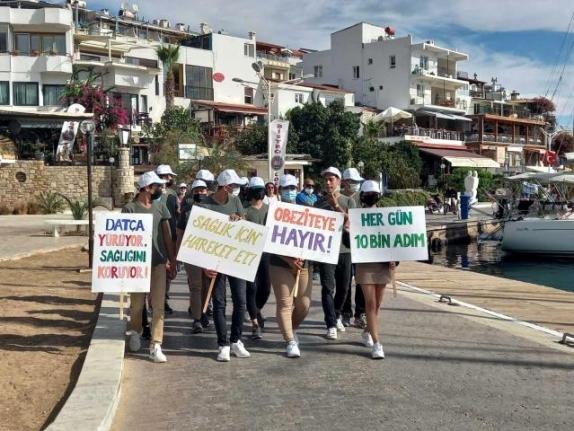 Datça'da Öğrenciler Sağlık İçin Yürüdü