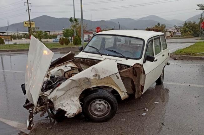 Fethiye'de İki Otomobil Çarpıştı! 2 Kişi Yaralandı