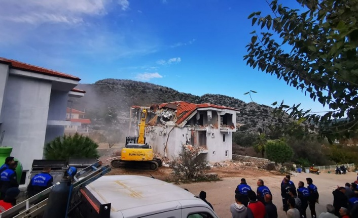 Marmaris'de Kaçak Yapılar Yıkılıyor
