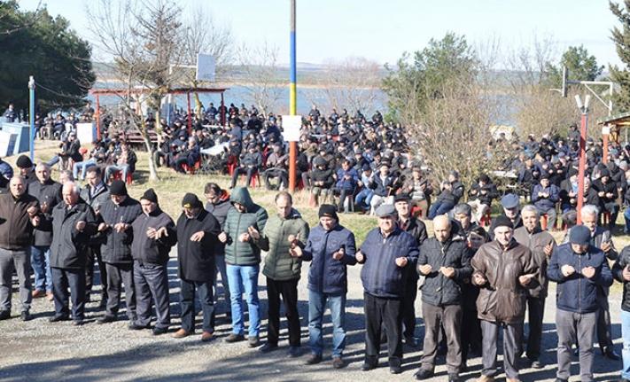 30 Kazan Etli Pilav Dağıtıldı 3 Bin Kişi Dua Etti!