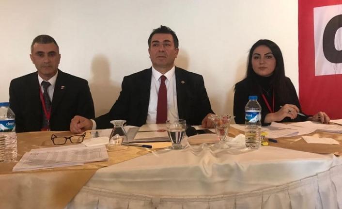 CHPli Vekilin Divan Başkanlığı'nı Yaptığı Kongrede Arbede!