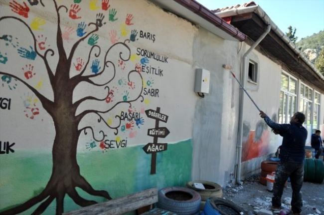 Dalyan'da İş İnsanları Mezun Oldukları Okulun Tadilatını Yaptı!