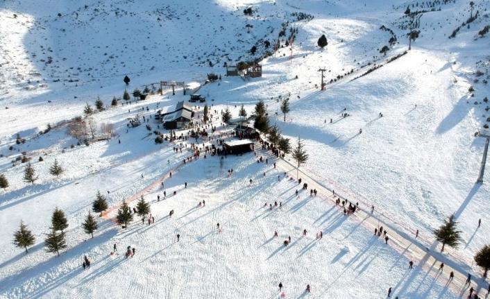 Davraz Kayak Merkezi 45 Günde 500 Bin Ziyaretçiyi Ağırladı