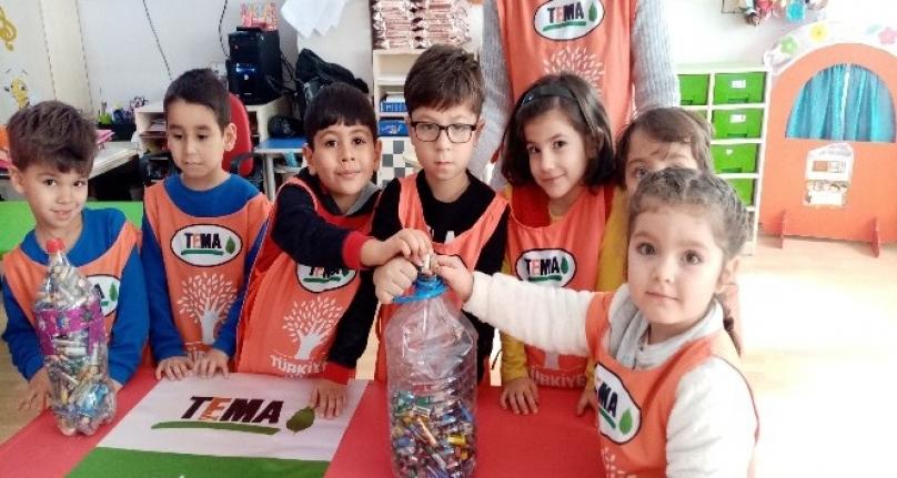 Milas'ta Minik Gönüllüler Tema Rozetlerini Taktı