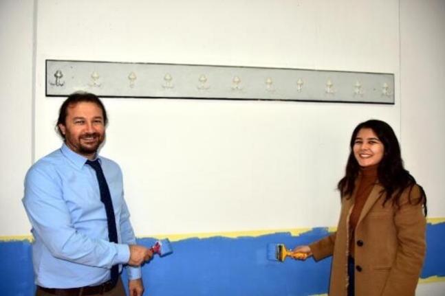 Muğla'da Dekan Öğretim Üyeleri ve Öğrencilerle Sınıfları Boyadı!