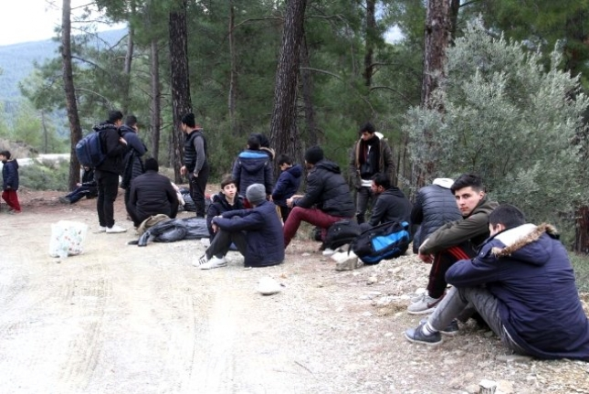 Seydikemer'de 32 Düzensiz Göçmen Yakalandı