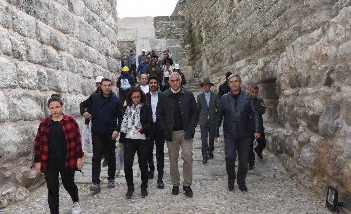 Kültür ve Turizm Bakanı Ersoy Bodrum Kalesi'ni İnceledi