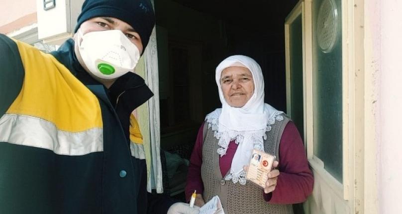 Ortaca PTT 65 Yaş Üstü Emeklilerin Maaşını Evlerine Götürüyor