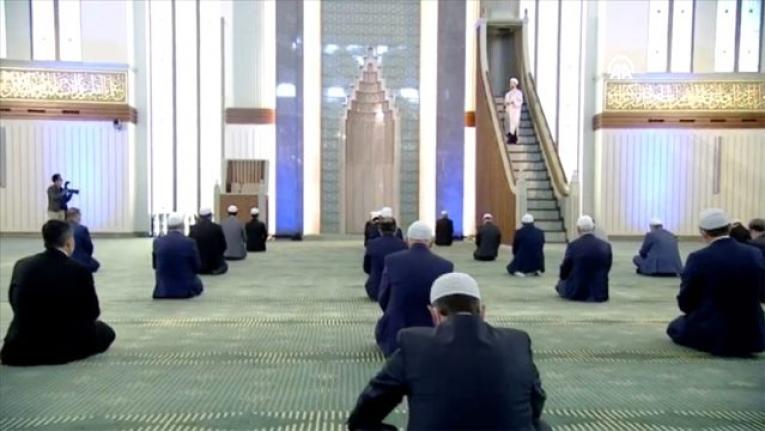 Türkiye'de Cemaatle Cuma Namazı Kılınan Tek Camii