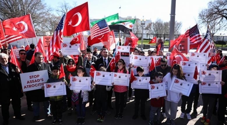 Türkiye'ye Destek Vermek için Beyaz Saray Önünde Toplandılar