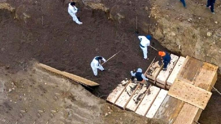 ABD'de Koronavirüsten Ölenler için Toplu Mezarlar Kazılıyor