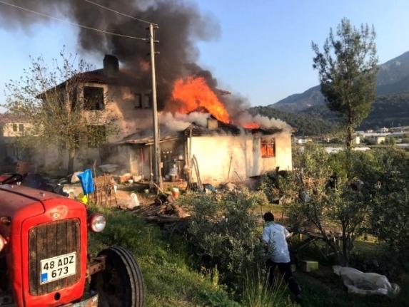 Fethiye'de Tek Katlı Evde Çıkan Yangın Korkuttu