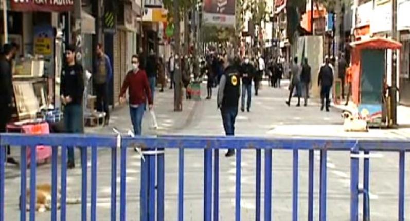 İzmir'de Evde Kal Uyarıları Bir Türlü İşe Yaramıyor!