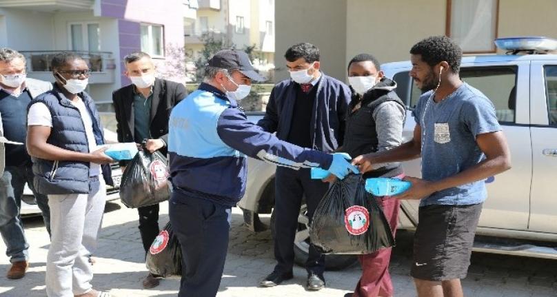 Menteşe'de Yabancı Uyruklu Öğrencilere Yemek Yardımı