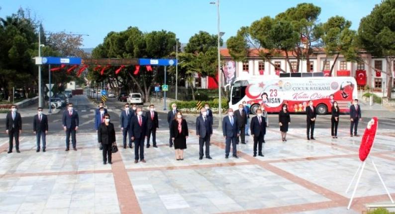 Muğla'da 23 Nisan Kutlama Programı Çelenk Sunma Töreniyle Başladı