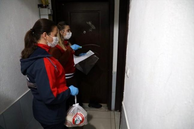 Muğla'da Memleketlerine Dönemeyen Öğrencilere Yemek Dağıtılıyor