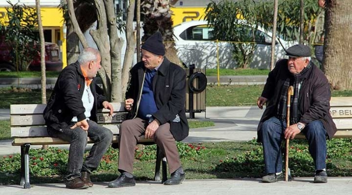 """""""65 Yaş Üzeri"""" Evlerinden Yürüme Mesafesi Kadar Uzaklaşabilecek"""