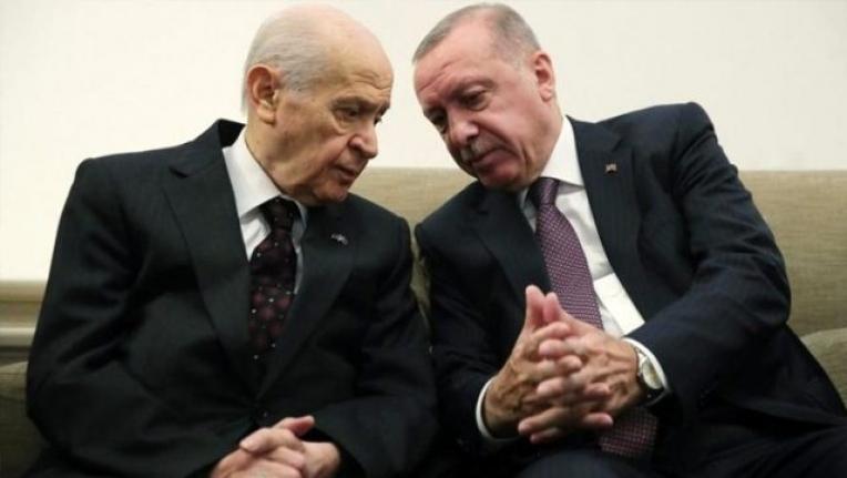 """AK Parti, Bahçeli'nin """"Vekil Transferi Yasaklansın"""" Çağrısına Kapıları Kapadı"""