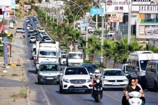 Bodrum'a 24 Saatte 10 Bin Araç Girdi, 3 Kilometre Kuyruk Oluştu