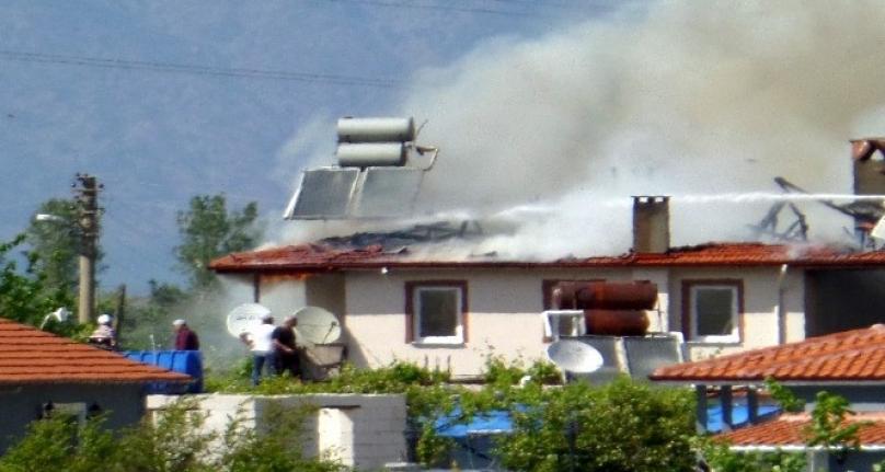 Dalyan'da Çıkan Yangında Bir Ev Kullanılamaz Hale Geldi!