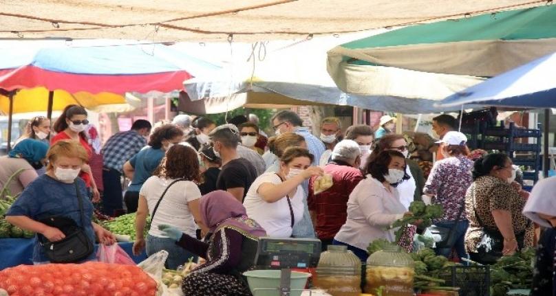 Menteşe Halk Pazarında Sosyal Mesafe Hiçe Sayıldı