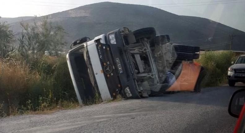 Milas'ta, Kontrolden Çıkan Beton Mikseri Kaza Yaptı