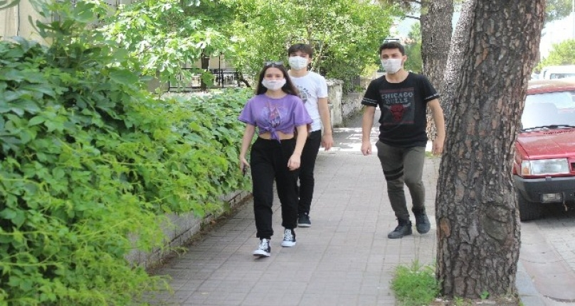 Muğla'da 15-20 Yaş Arası Gençler Sokağa Çıktı