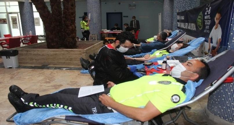 Muğla Emniyetinden Kan Stokları Azalan Kızılay'a Kan Bağışı