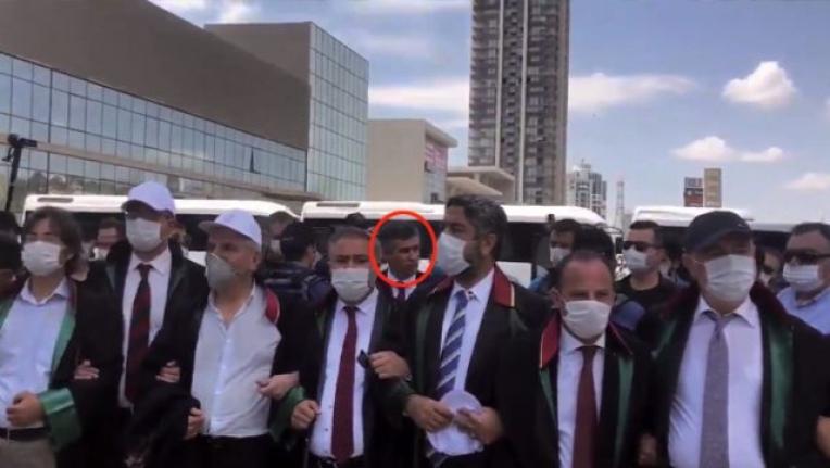 27 Saat Sonra Yürüyüşe Gelen Feyzioğlu'na Barolar Arkasını Döndü!