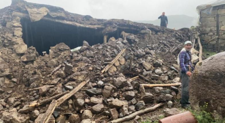 """Bingöl Valiliği: """"8 Kişi Göçük Altından Çıkarıldı 10 Ev Çöktü"""""""