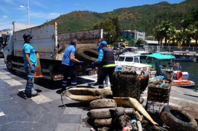 Marmaris'te, Deniz Dibi Temizliğinde Alışveriş Arabası Çıktı