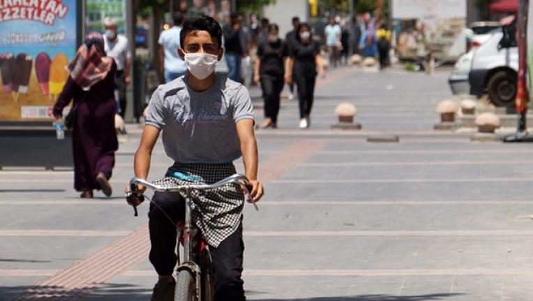 Maskesiz Sokağa Çıkmanın Yasak Olduğu İl Sayısı 43 Oldu