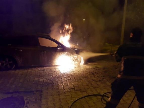 Milas'ta Park Halindeki Otomobil Alev Aldı
