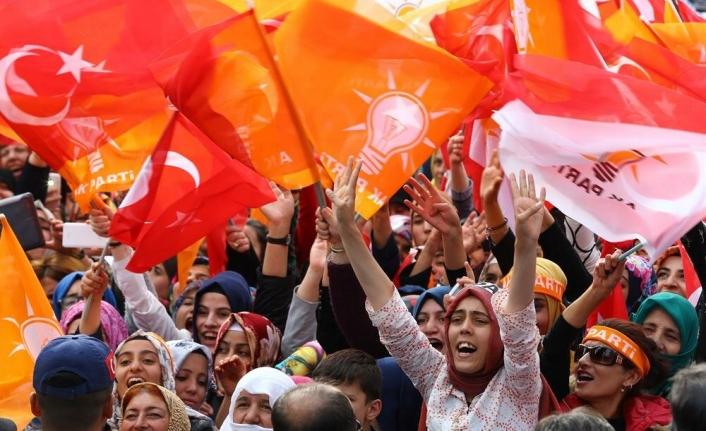 Gezici Anketi: AKP'yi Destekleyen Kadınlar Yönünü Değiştirdi