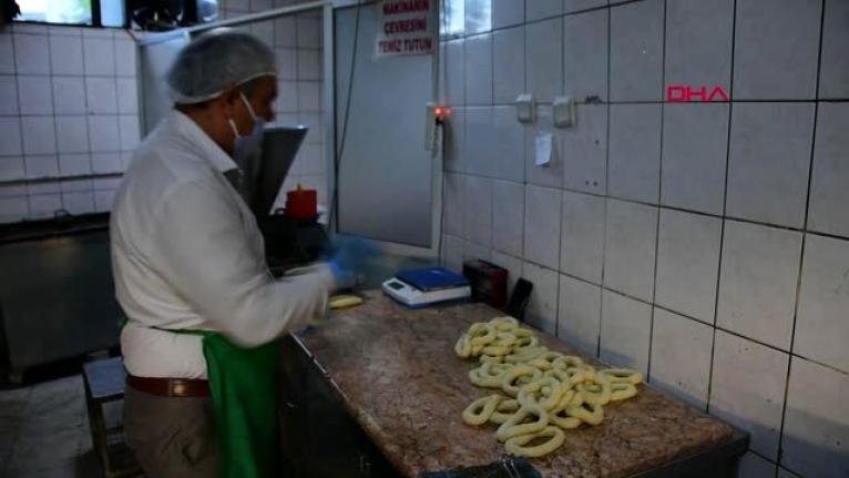 Muğla'da Oda Başkanı Gece Fırında Gündüz Makamda Çalışıyor