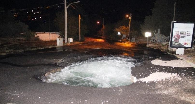 Bodrum'da Patlayan Su Borusu Esnafı İsyan Ettirdi!