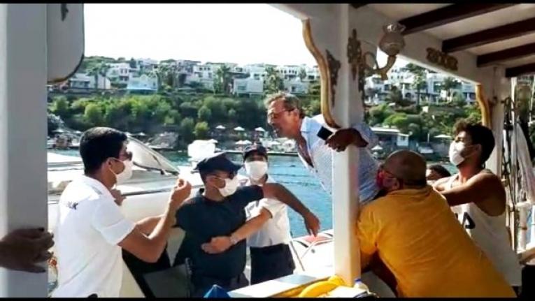 Bodrum'da, Tur Teknesine Fazla Yolcu Alınınca Ortalık Karıştı