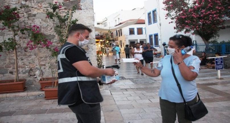 Bodrum'da Yerli Ve Yabancı Turistlere Maske Uygulaması