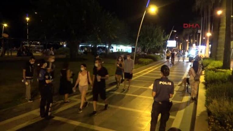 Marmaris'te Vatandaşlar Polisi Görünce Maske Taktılar