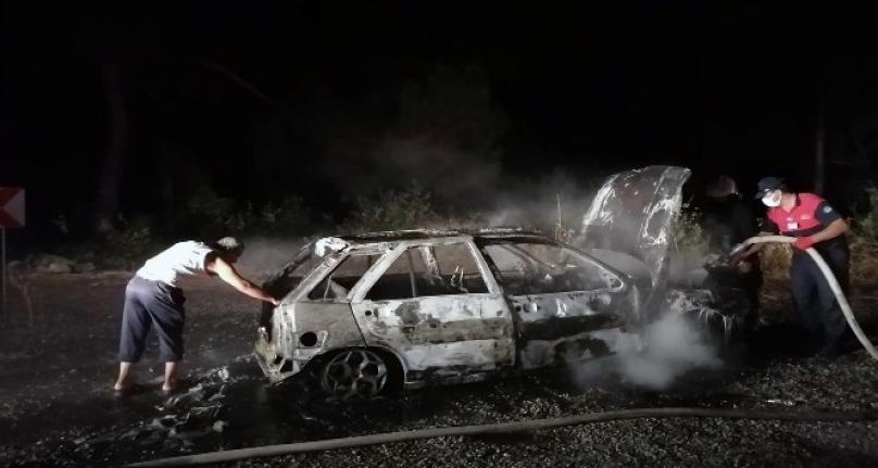 Menteşe'de Bir Otomobil Tamamen Yandı