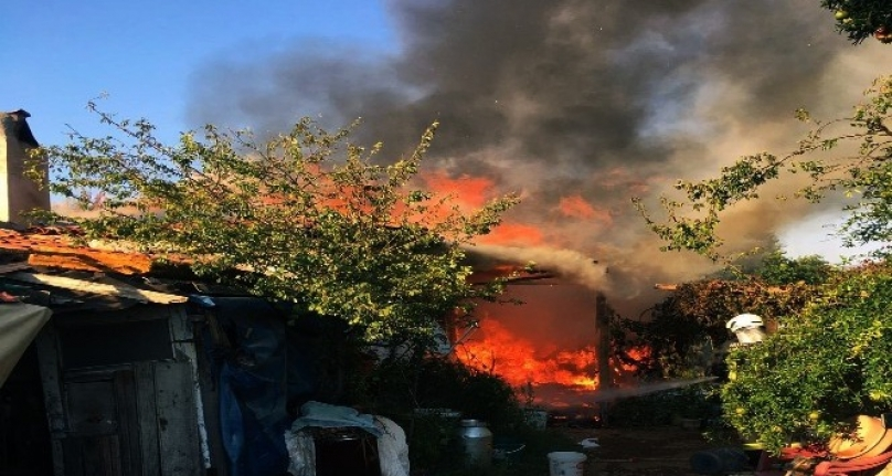 Menteşe'de Eviyle Birlikte 40 Bin Lirası Yandı