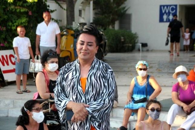 Murat Övüç Bodrum'da Eylemci Kadınlar Tarafından Kovuldu