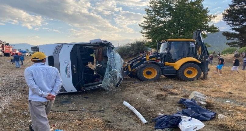 Seydikemer'de İşçileri Taşıyan Minibüs Devrildi: 1 Ölü 12 Yaralı!