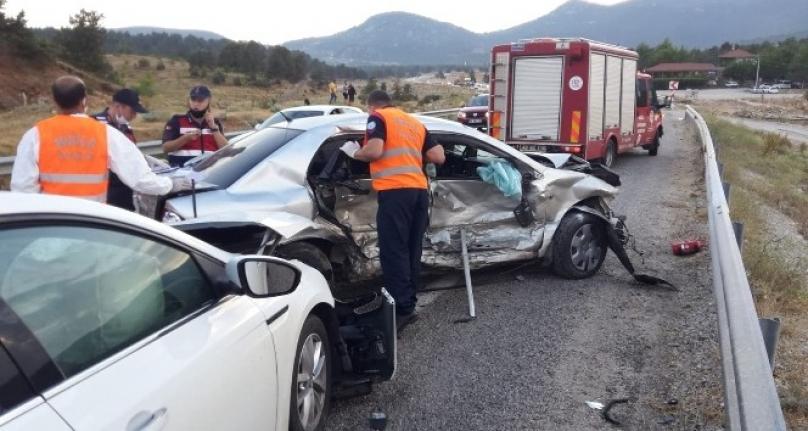 Seydikemer'de Otomobiller Çarpıştı: 2 Yaralı