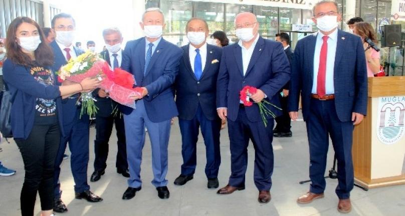 Sıtkı Koçman Üniversitesi'ni Kazanan Gençler Otogarda Karşılandı